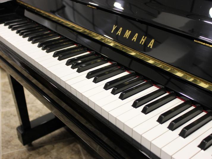 VENDIDO Yamaha U30BL. Nº serie 4.600.000.