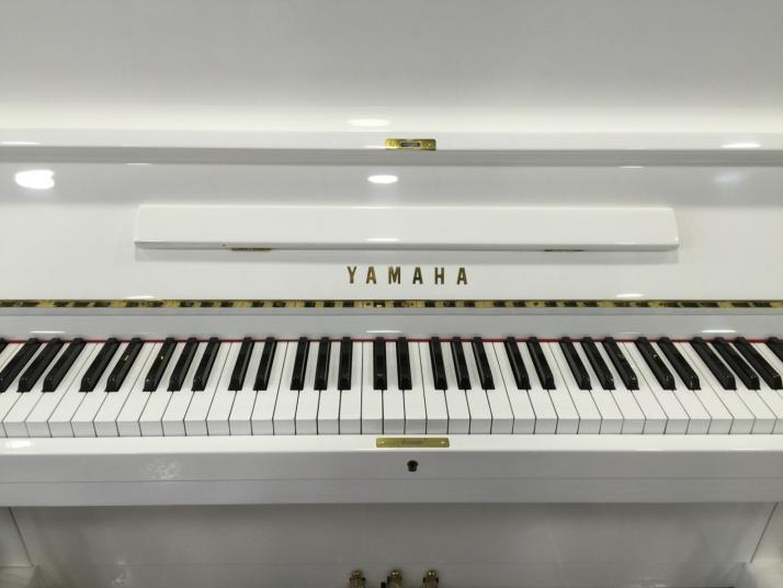 Yamaha U1 Blanco. 121cm. Numero serie inferior al 1.000.000