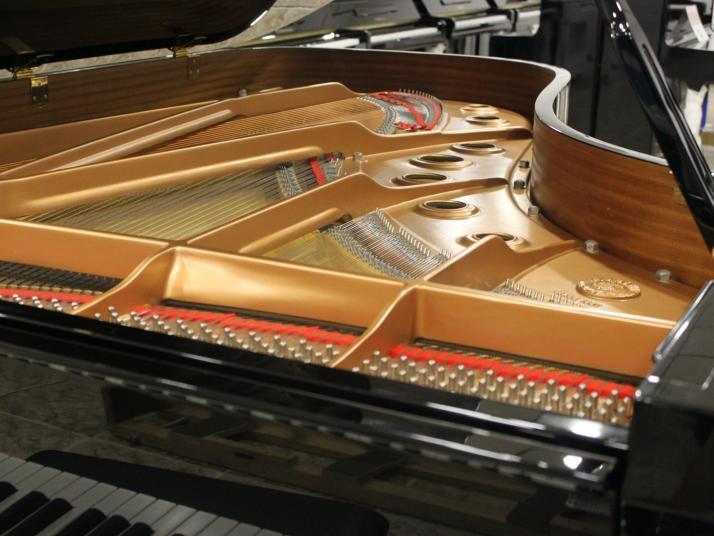Yamaha C7. Nº serie superior a 1.500.000