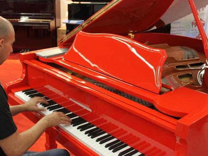 Piano Colin Rojo o Azul, Marca Propia 160cm.