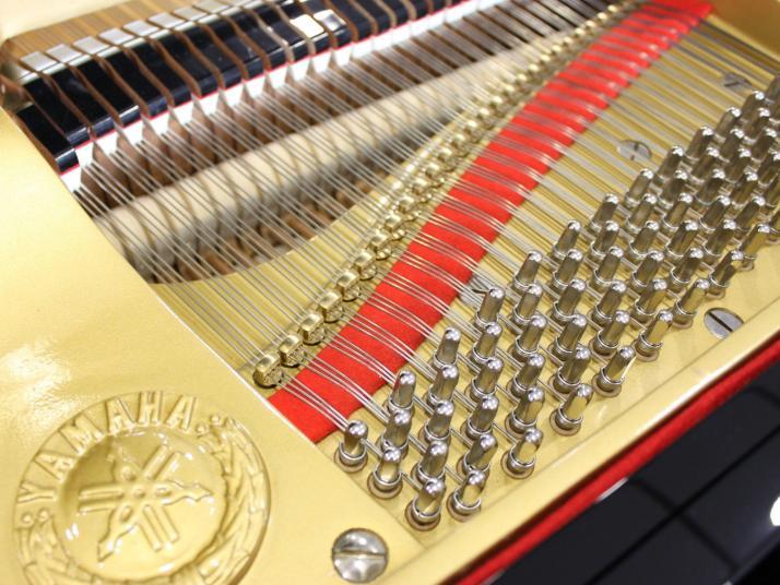 Yamaha G5. Rojo.
