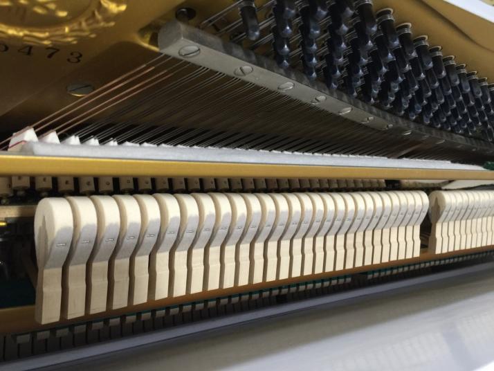 Yamaha U1 Blanco. 121cm. Nº Serie superior 1.900.000.