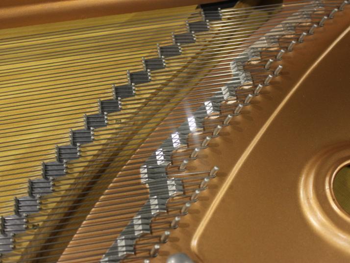 Yamaha C7. NEGRO 3 PEDALES