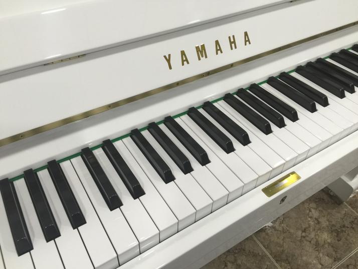 Yamaha U1 Blanco. 121cm. Nº Serie superior 1.000.000.