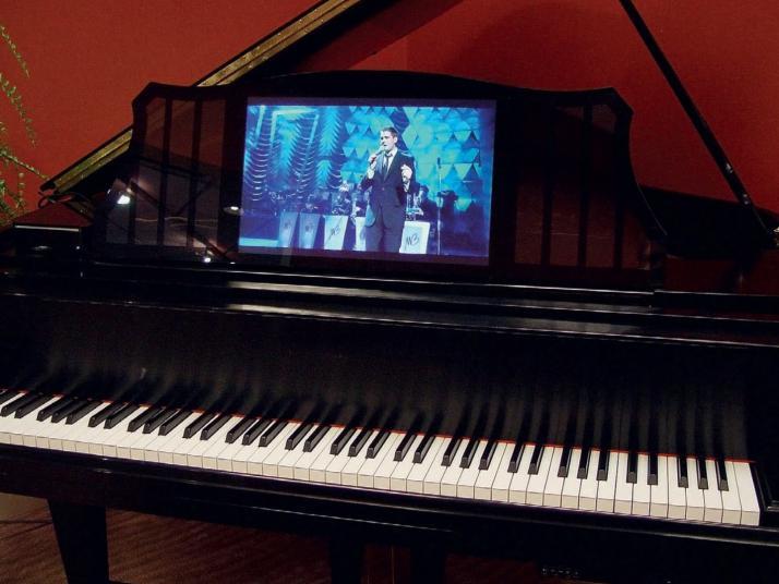 VENDIDO. Piano cola SANDNER 186cm con Sistema Player PIANO DISC GERMANY