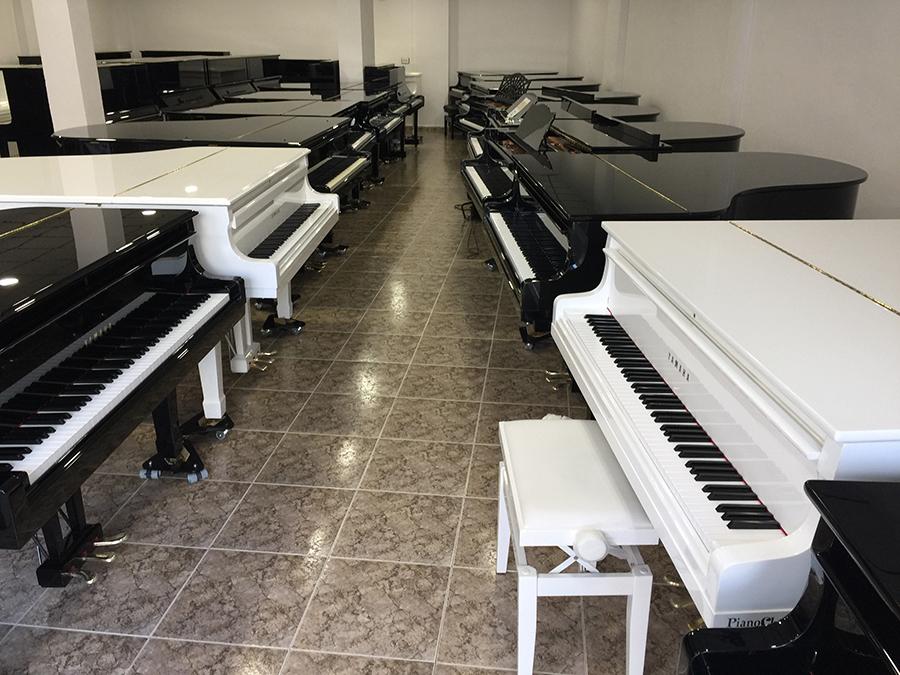 Llegada de 128 pianos. Abril 2017.