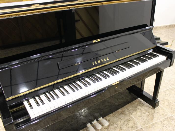 Yamaha U1 - U1H. 121cm. Nº serie 3.000.000-3.500.000.